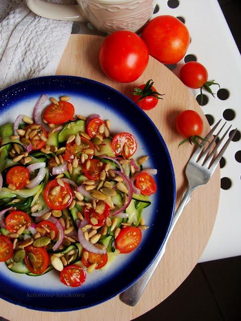 sałatka z pomidorkami
