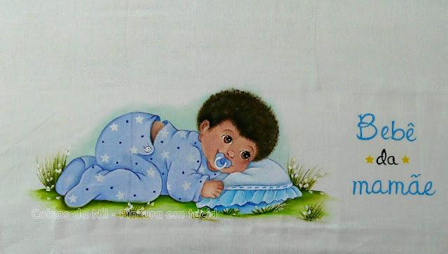 pintura tecido bebe negro deitado com almofada