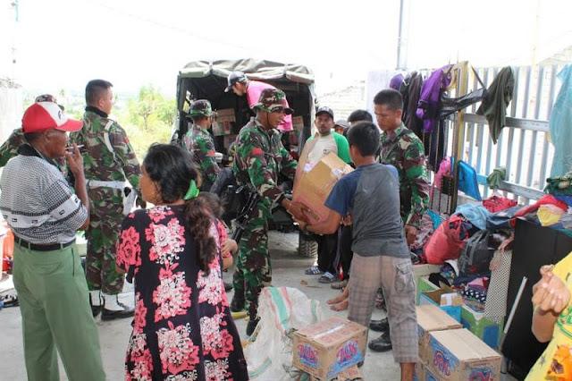 Satgas Gulbencal Yonarhanud 16 Kostrad Salurkan Logistik di Perumahan Delta Palu