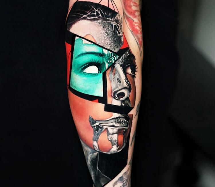 Tatuaje de un rostro que se modifica