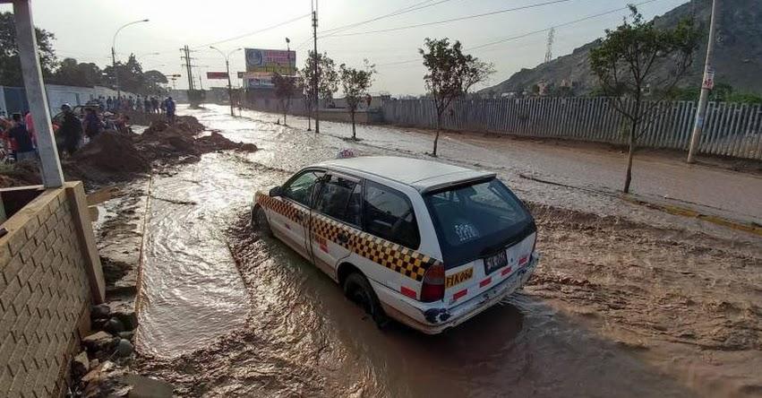 HUAYCOLORO: Nuevo desborde del río inunda viviendas y avenidas en San Juan de Lurigancho