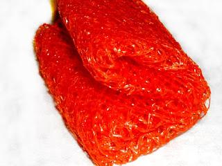 Rotes Obstnetz zusammengefaltet