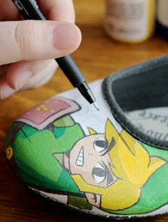 Draw the pattern in your canvas shoes-custom hand painted canvas shoes for men