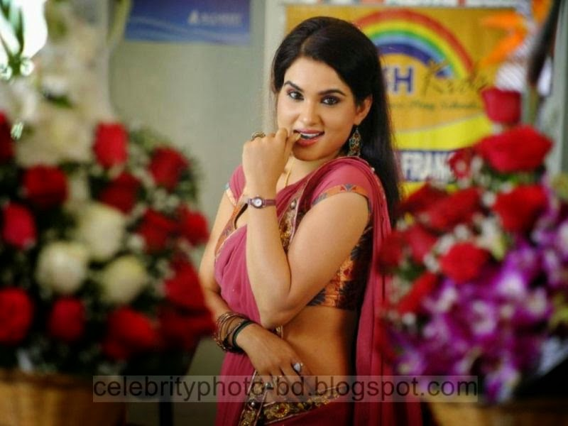 Kavya Singh Latest Hot Sexy Photo With Semi Boobs Showing In Tight Saree and Blouse