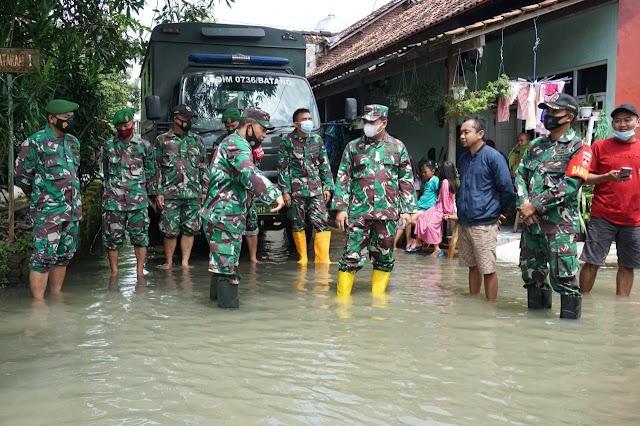Wujud Empati, Dandim Batang Berikan Bantuan Bagi Warga Terdampak Banjir