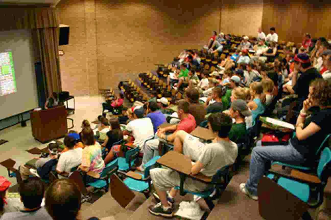 Μαθήματα κατ' οίκον για να αποσυμφορηθούν τα πανεπιστήμια!