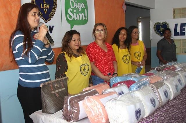 Senador Canedo: Famílias carentes recebem cobertores da LBV