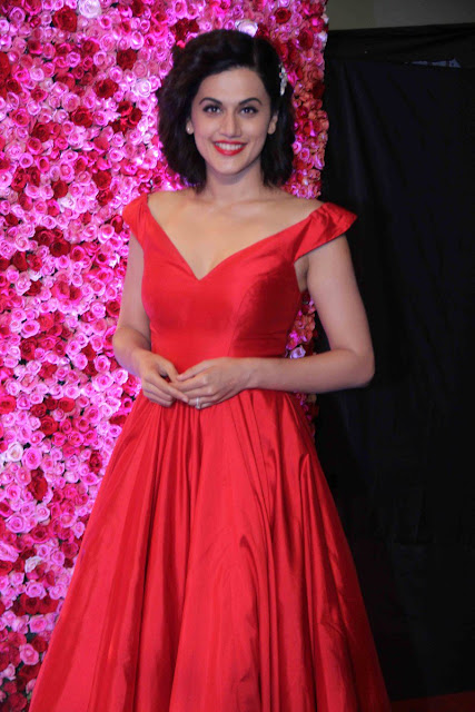 Taapsee pannu at Lux golden rose Awards