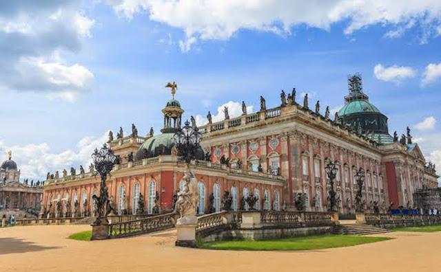 Famosos palácios de Potsdam em Berlim