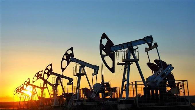 النفط يرتفع بدعم الاقتصاد الصيني  مع تراجع غير متوقع في المخزونات الأمريكية