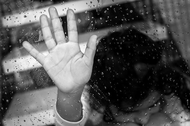 Fotografiando bajo la lluvia, a través de una ventana