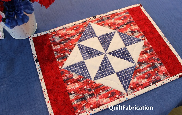 Holiday Star place mat by QuiltFabrication