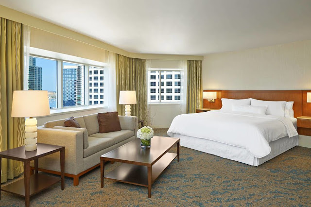 Located in the heart of downtown San Diego, The Westin San Diego is a spacious hotel just a few blocks from Gaslamp Quarter, Little Italy & the Embarcadero.