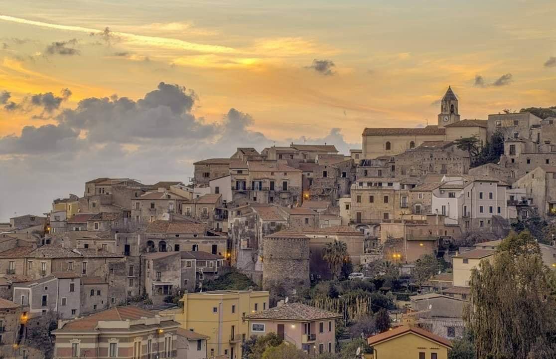 Город Скалеа в Италии
