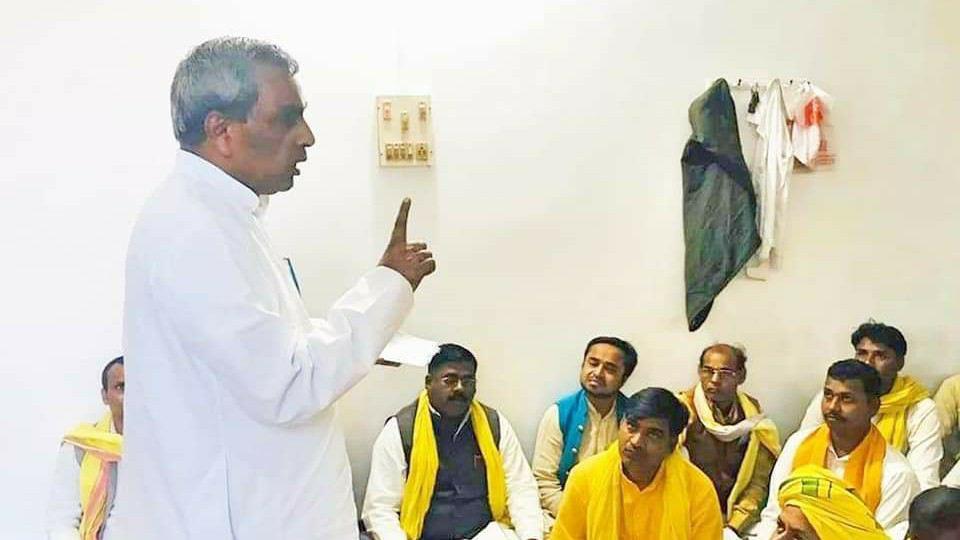 Omprakash%2BRajbhar%2BSuheldev सुभासपा महाराजा सुहेलदेव राजभर जी के इतिहास के साथ हो रहे छेड़छाड़ के विरुद्ध राष्ट्र व्यापी आंदोलन करेगी।