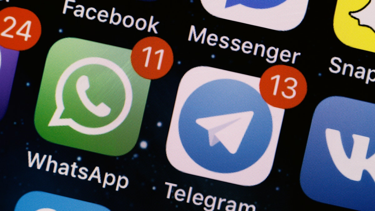 تطبيقات ماسنجر - سينجال - واتساب - تليجرام.