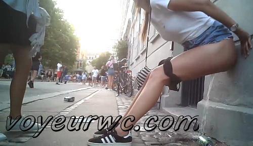 Europen street festival pissing voyeur (Street Festival 2020_110)