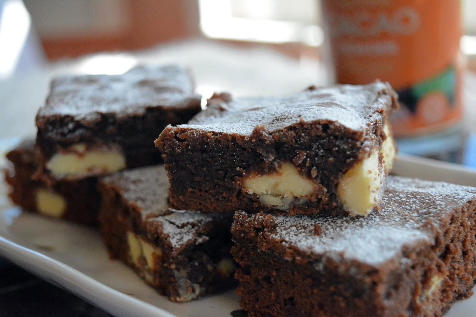 brownie, chocolate brownie with white chocolate chips