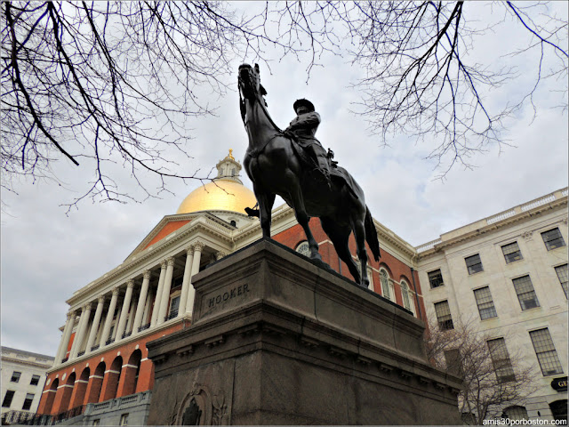 Escultura del General Joseph Hooker en el Massachusetts State House