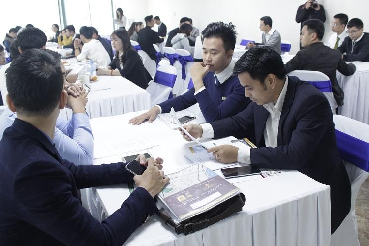 Nhiều khách hàng quan tâm tới dự án trong buổi lễ ra mắt sản phẩm