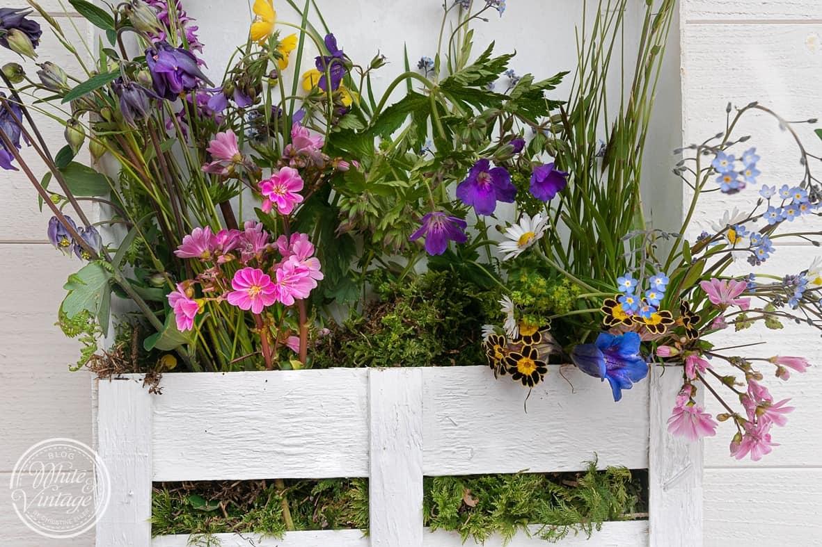 Blumenkistchen als Wanddeko basteln
