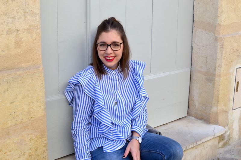 jean relaxed H&M, chemise à volants Sheinside, sac gris Idriss, méfdaille L'atelier d'amaya