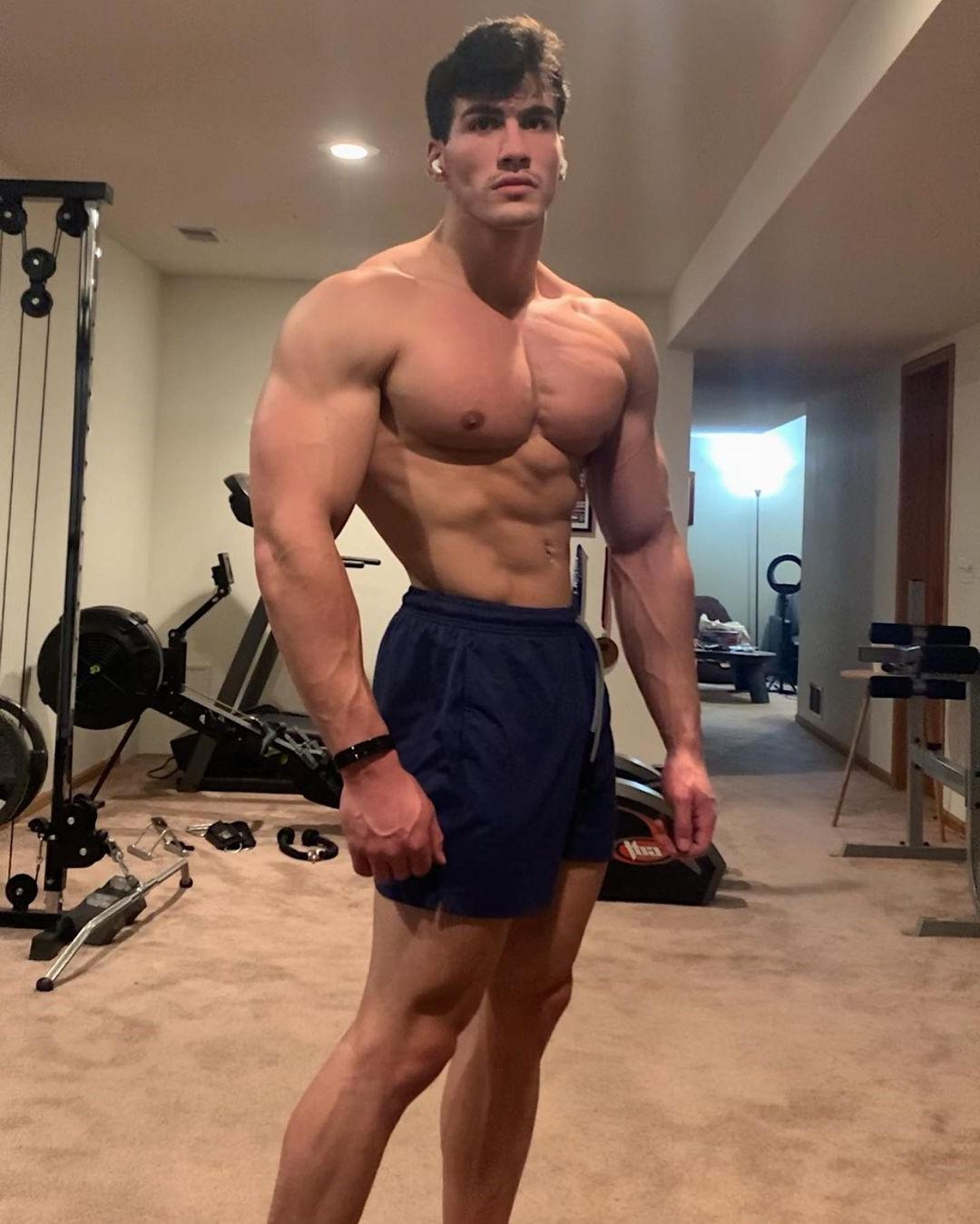 sexy-male-tiktokers-logan-foote-hot-muscular-gym-dude-young-beefcake