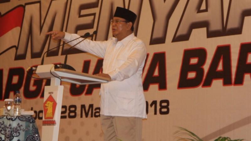 Prabowo saat berpidato di Cirebon