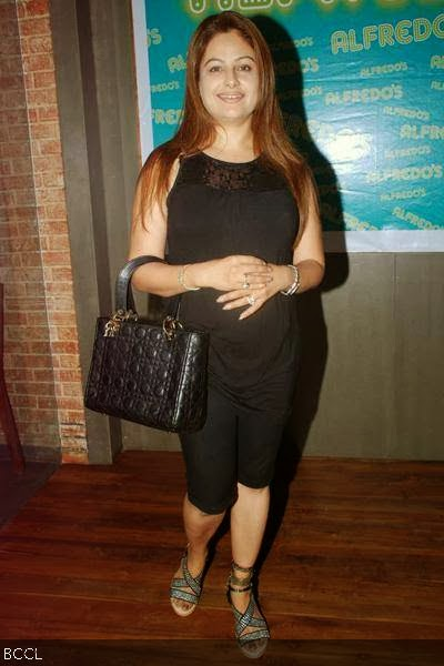 Ayesha Jhulka Ka Sexy Photo