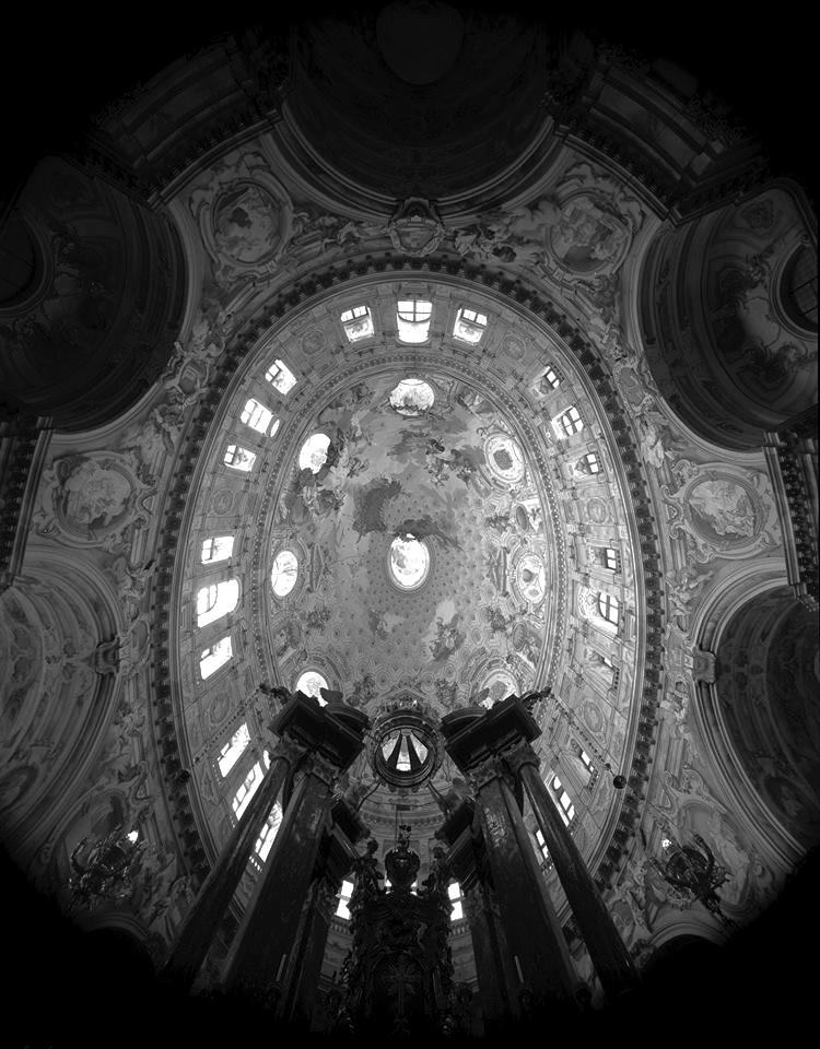 Una veduta Ovale (non ellittica) del Santuario di Vicoforte (CN), 1984 - Fotografia di Giorgio Jano
