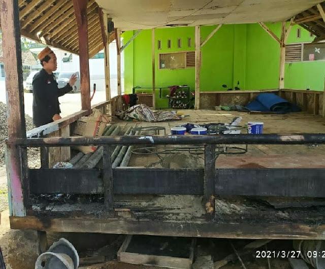 Dugaan Teror, Saung di Ponpes Ciamis Dibakar, Mobil Kyai Disiram Air Keras