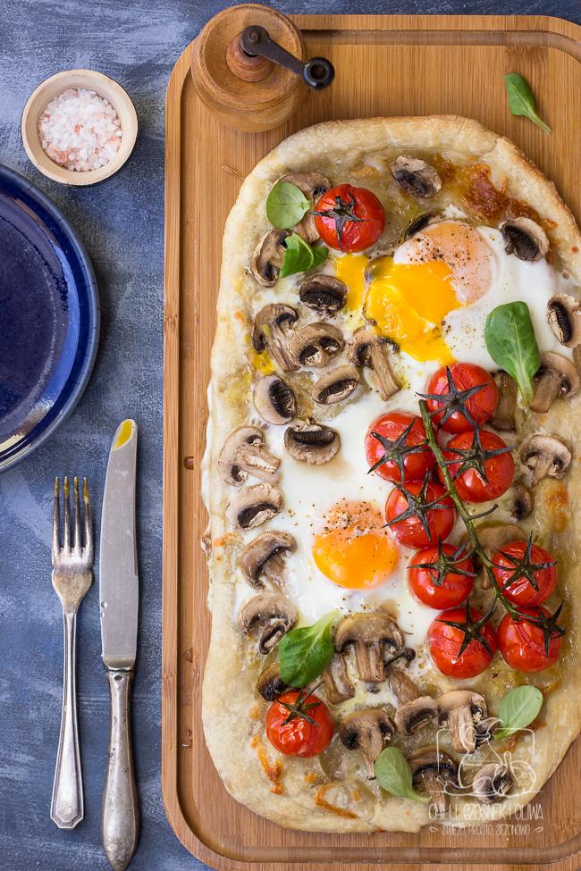 pizza, śniadaniowa, z jajkiem, jajko, śniadanie, przepis