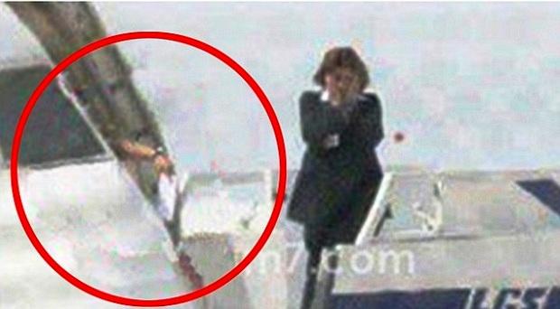 تفاصيل جديدة عن خاطف الطائرة المصرية بالصور والفيديو
