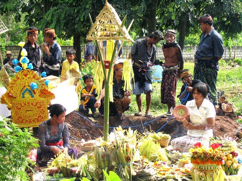 Momento di un funerale balinese