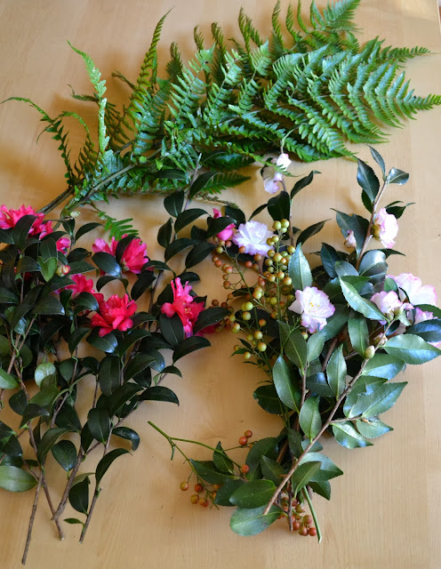 camellias, berries, autumn fern, http://growingdays.blogspot.com