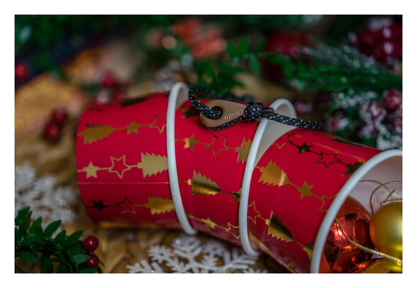 7 Czy prezenty daje się z metką, biżuteria personalizowana, prezent z grawerem z imieniem, jaka bizuteria pod choinke, bożonarodzeniowe prezenty, gwiazdkowe, mikolajkowe pod choinkę przesądy