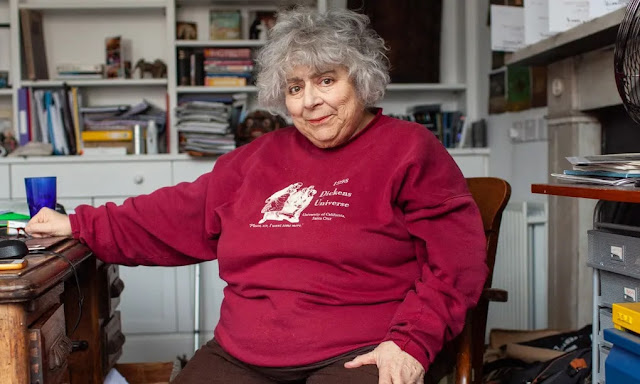 Miriam Margolyes, a Professora Sprout, reflete sobre autoestima e revela como mantém relacionamento há 52 anos com sua parceira | Ordem da Fênix Brasileira