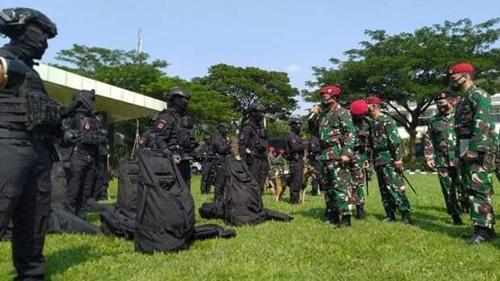 ''Awan Gelap, Langit Hitam'' 532 Prajurit Kopassus Bersenjata Lengkap Siap Hancurkan Musuh