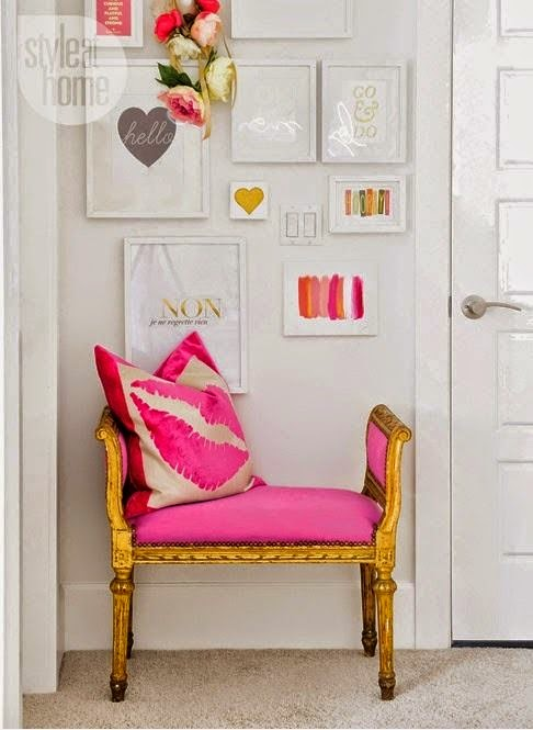 Entrada recibidor en rosa y dorado