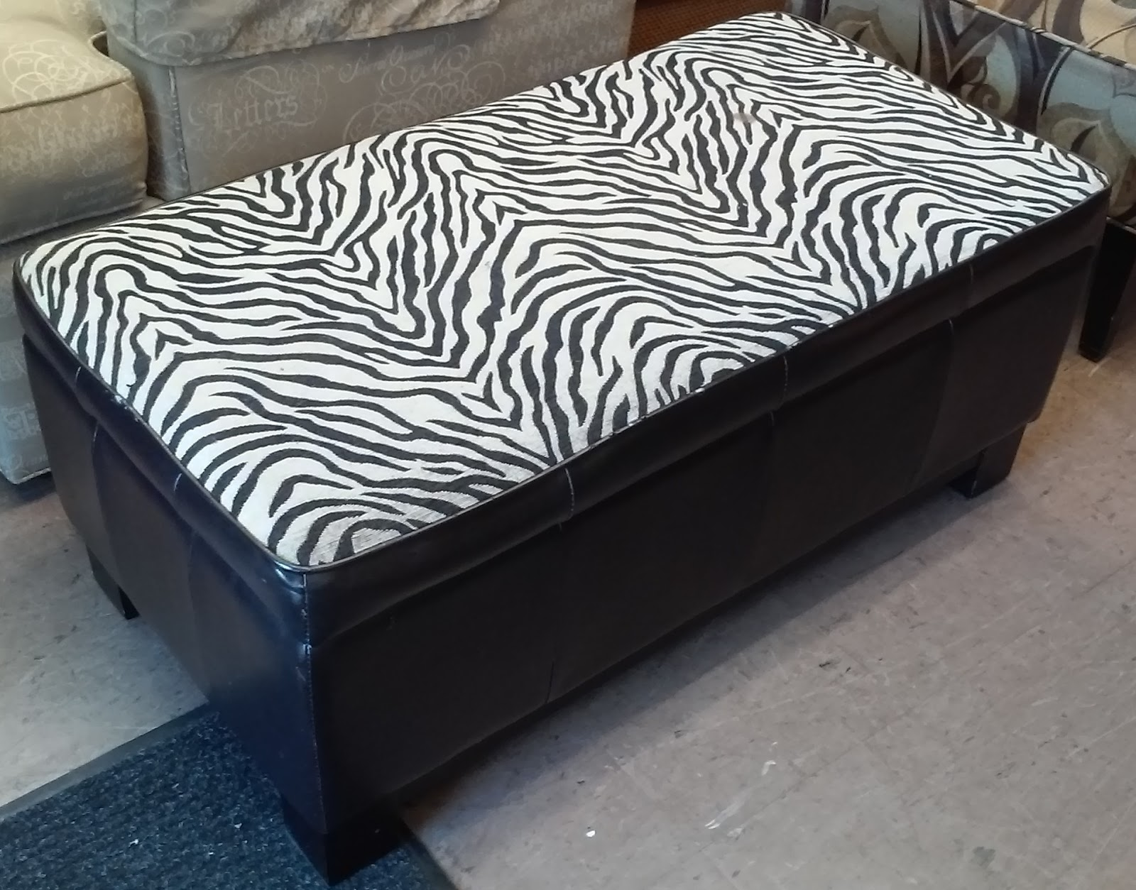 Uhuru Furniture Collectibles Sold Bargain Buy 960 3 1 2 39 Wide Zebra Bench With Storage 20