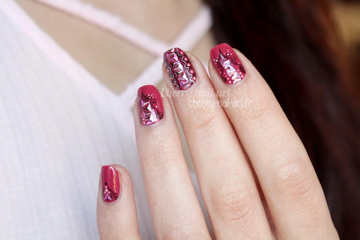 nail-art-stud-paillettes-triangles-doodle-gribouillages-abstrait-géométrique