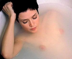 Tricia Vessey  en la bañera