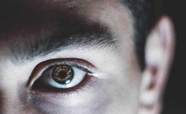 Bahaya Penggunaan Lensa Kontak Terhadap Kesehatan Mata