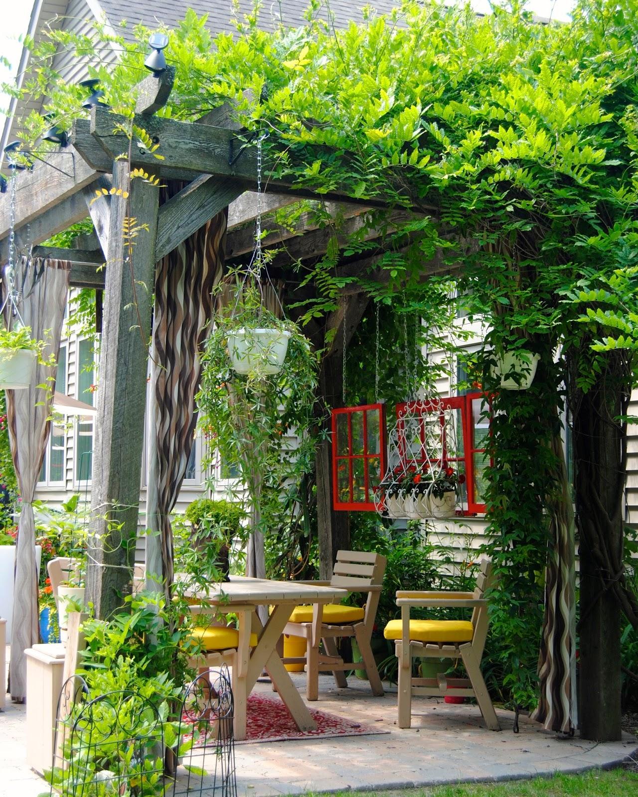 12 open gardens in buffalo niagara you gotta 39 see. Black Bedroom Furniture Sets. Home Design Ideas