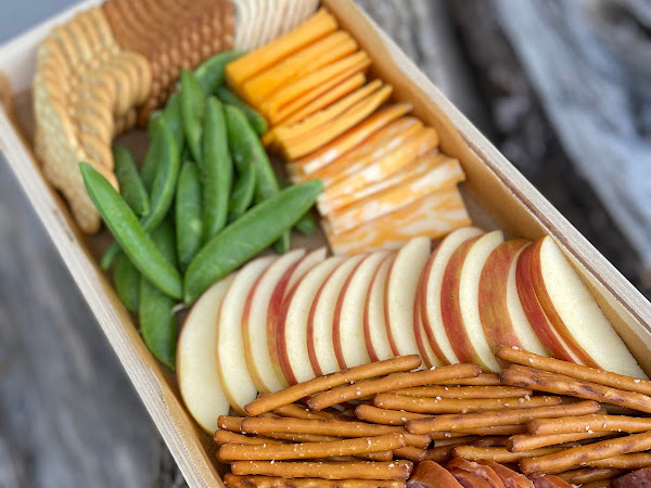 How To Make an Easy Cheese Board
