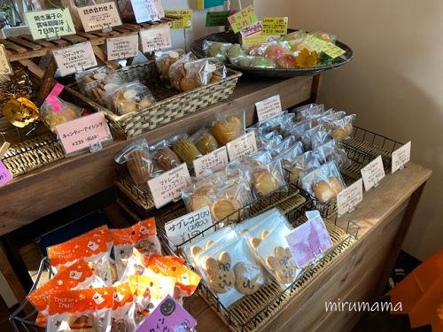 焼菓子の棚