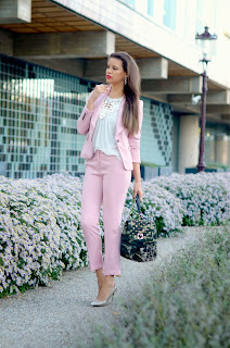 http://tamarachloestyleclues.blogspot.nl/2013/10/pink-suit-and-camo-backpack-with.html