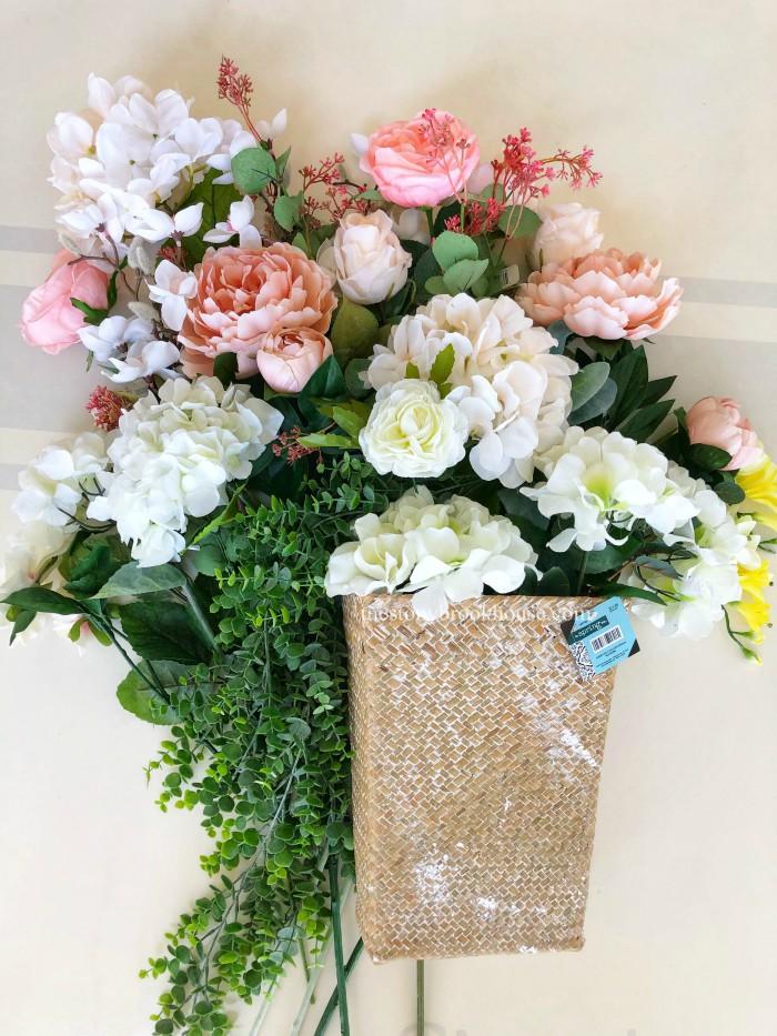 Floral bouquet supplies