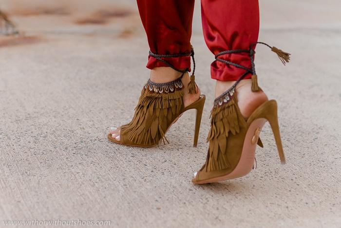 Sandalias de tacón con plumas modelo Pocahontas de Aquazzura