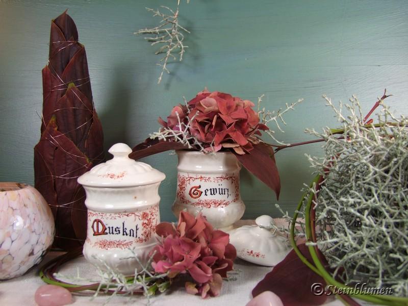 Herbstdeko mit Hortensien und Rotem Hartriegel